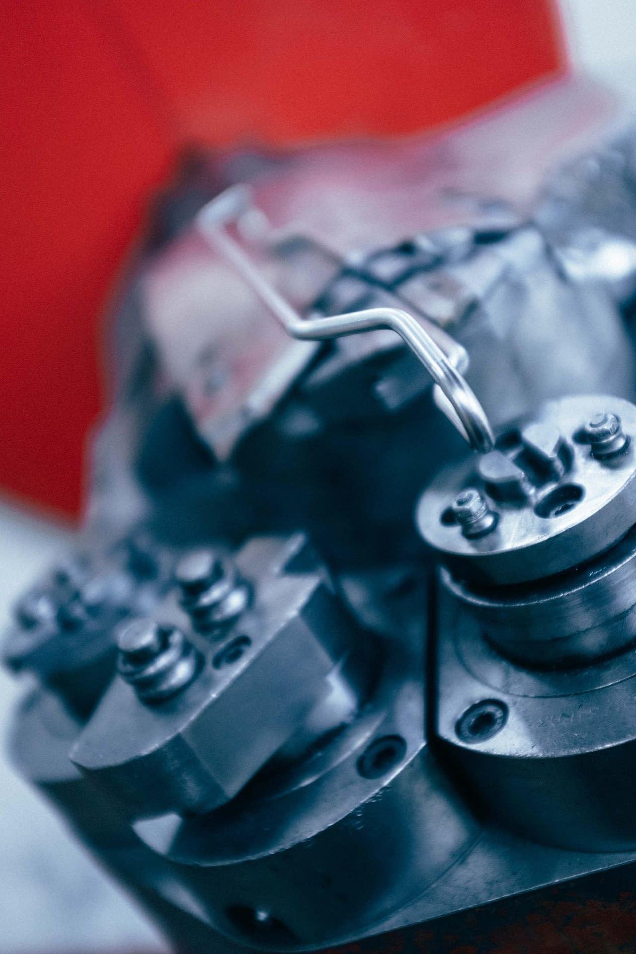 Cintrage de fil métallique : pièce fabriquée sur machine à commande numérique