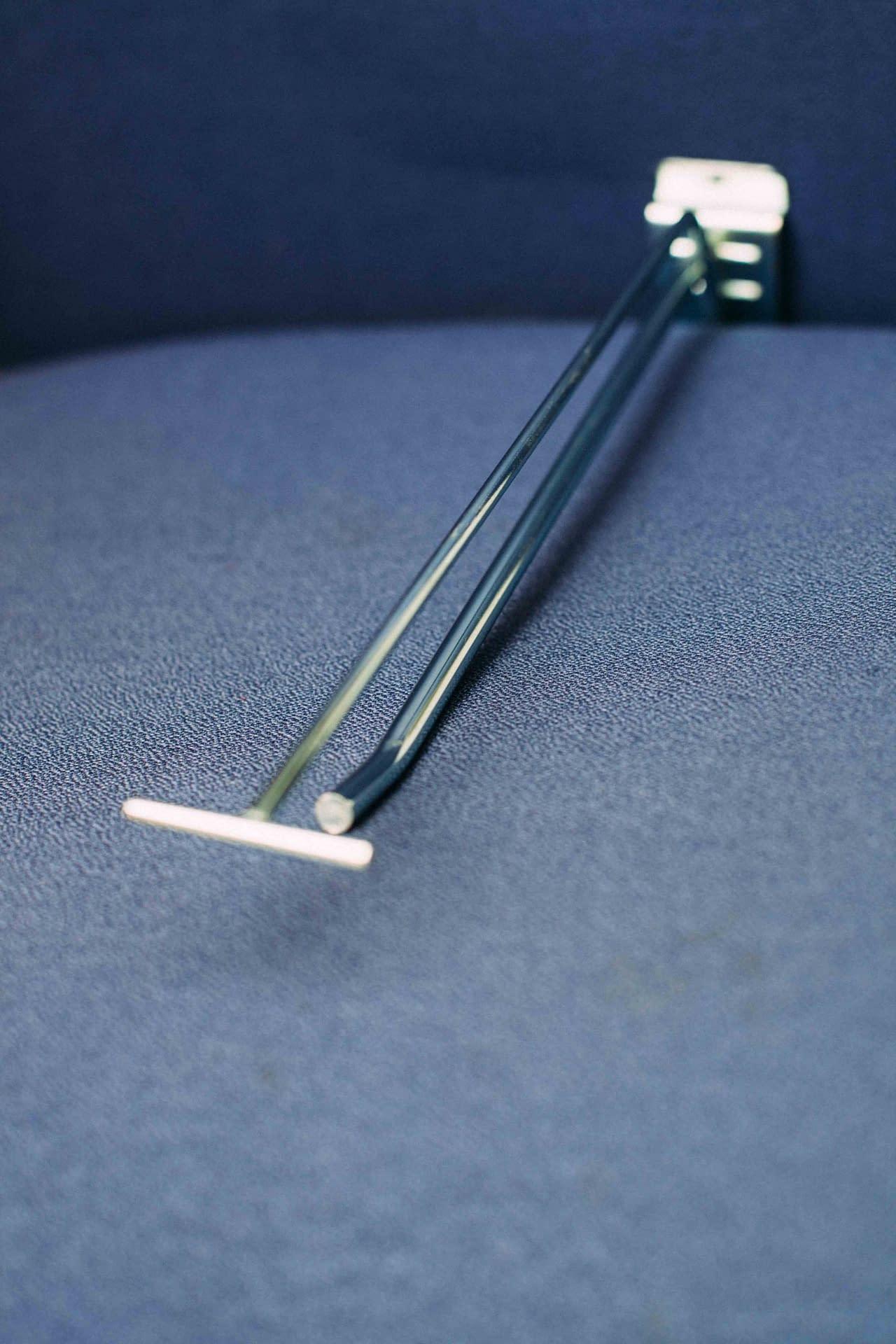 Broche de PLV en métal : fabriquée chez CFT Industrie et utilisée comme présentoir en magasin